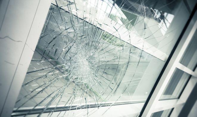 hotbild sprucket fönster SMALL